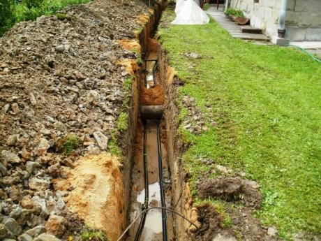 Oprava prasklé vodovodní trubky